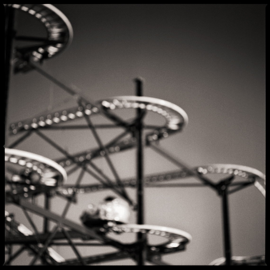 Sean Perry Photographs • Mousetrap, from the series Fairgrounds