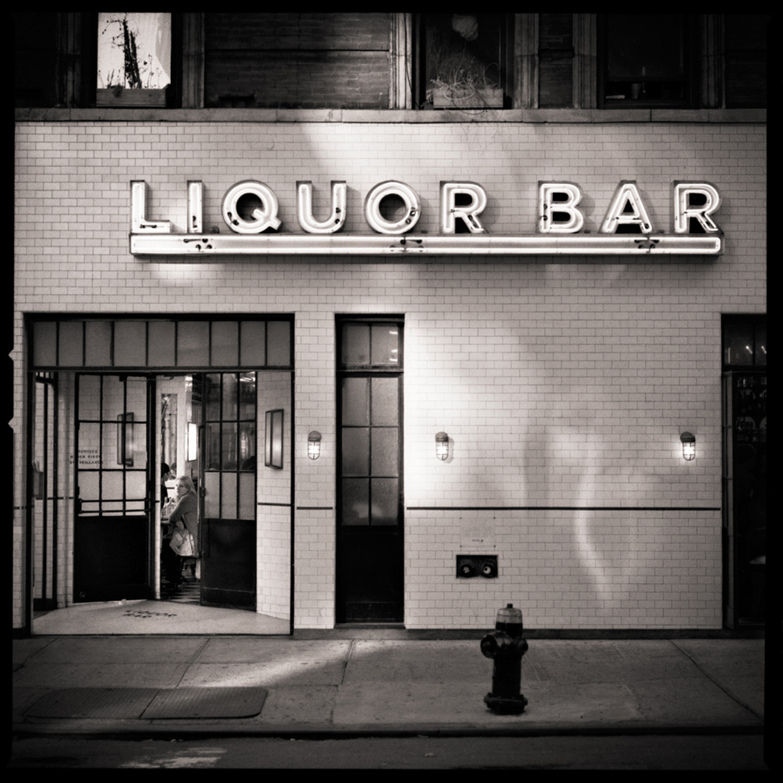 Sean Perry Photographs • The Liquor Bar, from the series Gotham